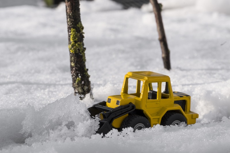 forklift-in-snow